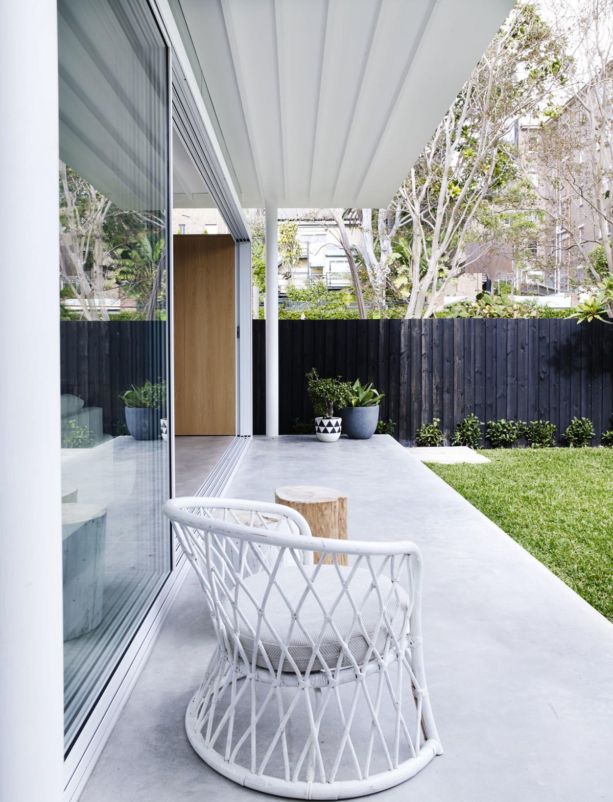 Coogee House - Local Garden Porch Design - Madeleine Blanchfield Architects - Interior Archive