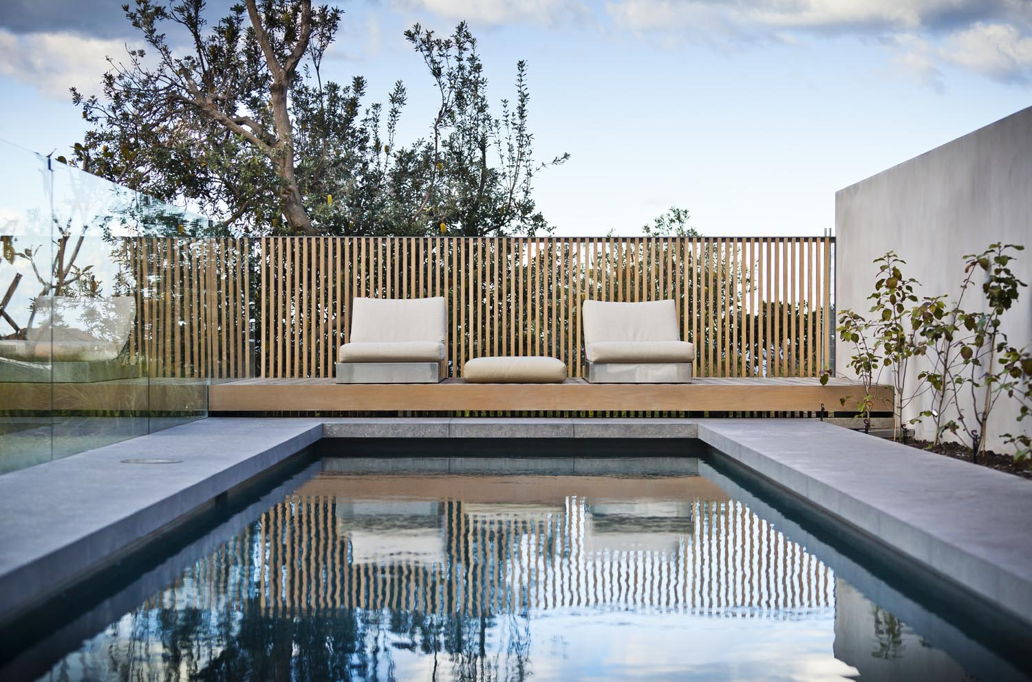 Gordons-Bay-House-Local-Pool-Timber-Detailing-Madeleine-Blanchfield-Architects-Architecture-Archive