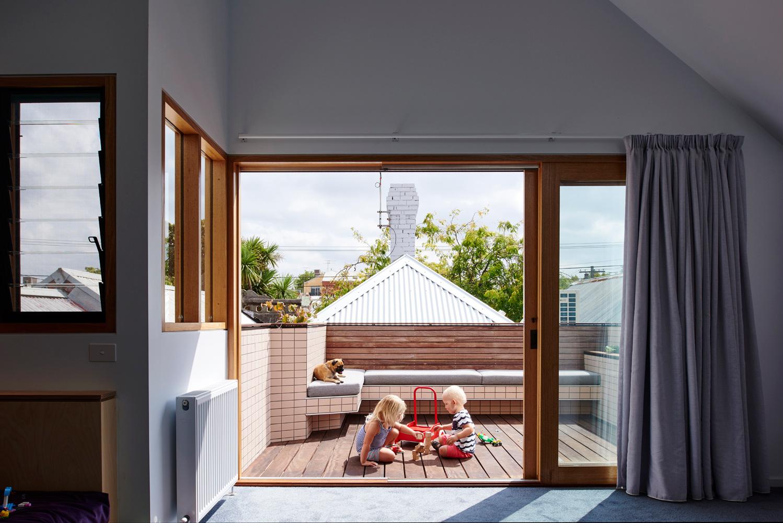 High House - Australian Balcony Timber Detailing - Dan Gayfer Design - Interior Archive