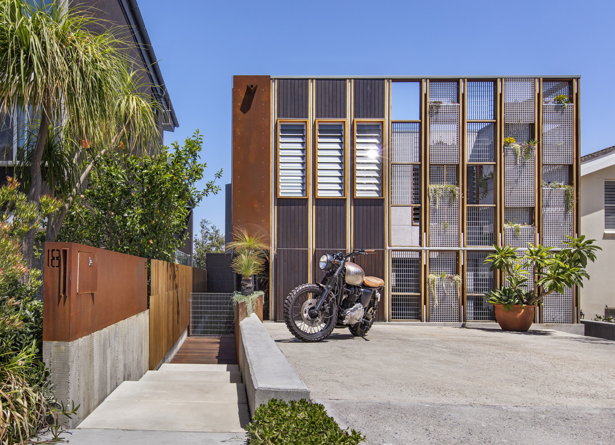 Modern Contemporary Designed North Bondi Home, The Living Screen House By  CplusC Architectural Workshop,