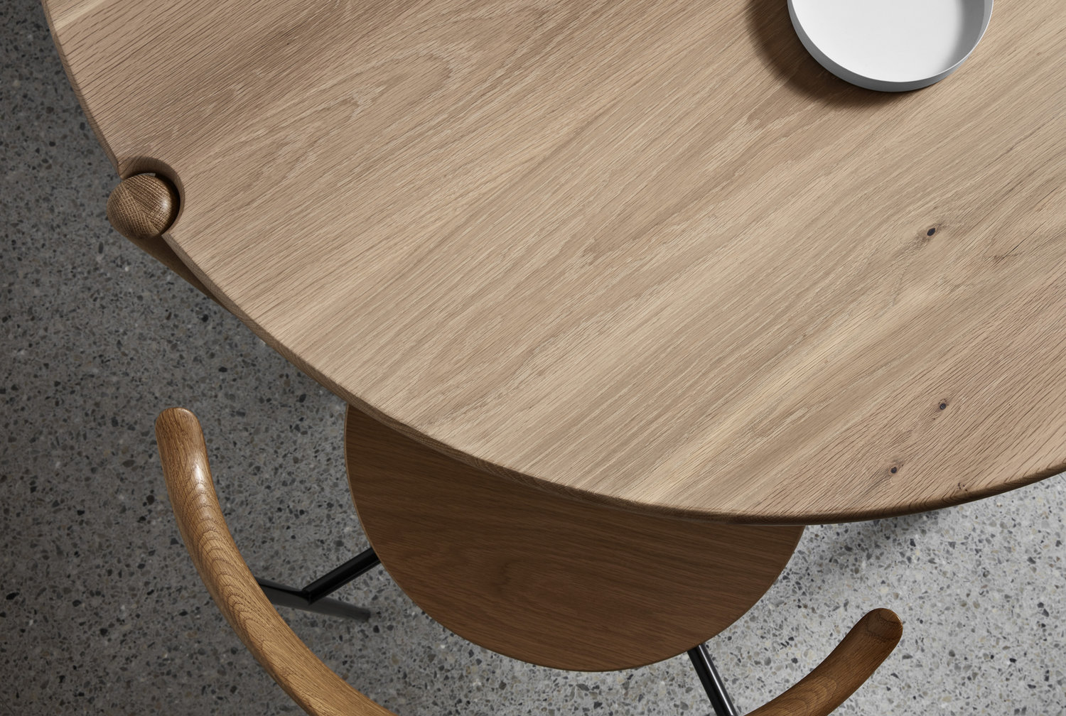 Made by Morgen - AOD - RT - Round dining table