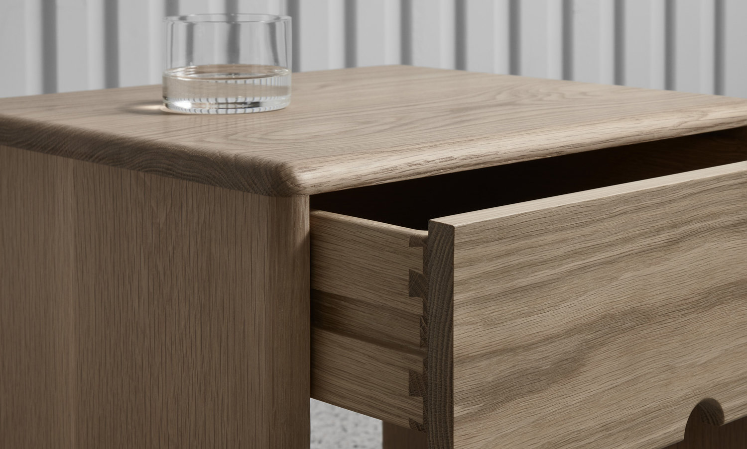 The LIL is crafted from sustainably sourced solid American oak timber making it environmentally friendly as well as stylish.