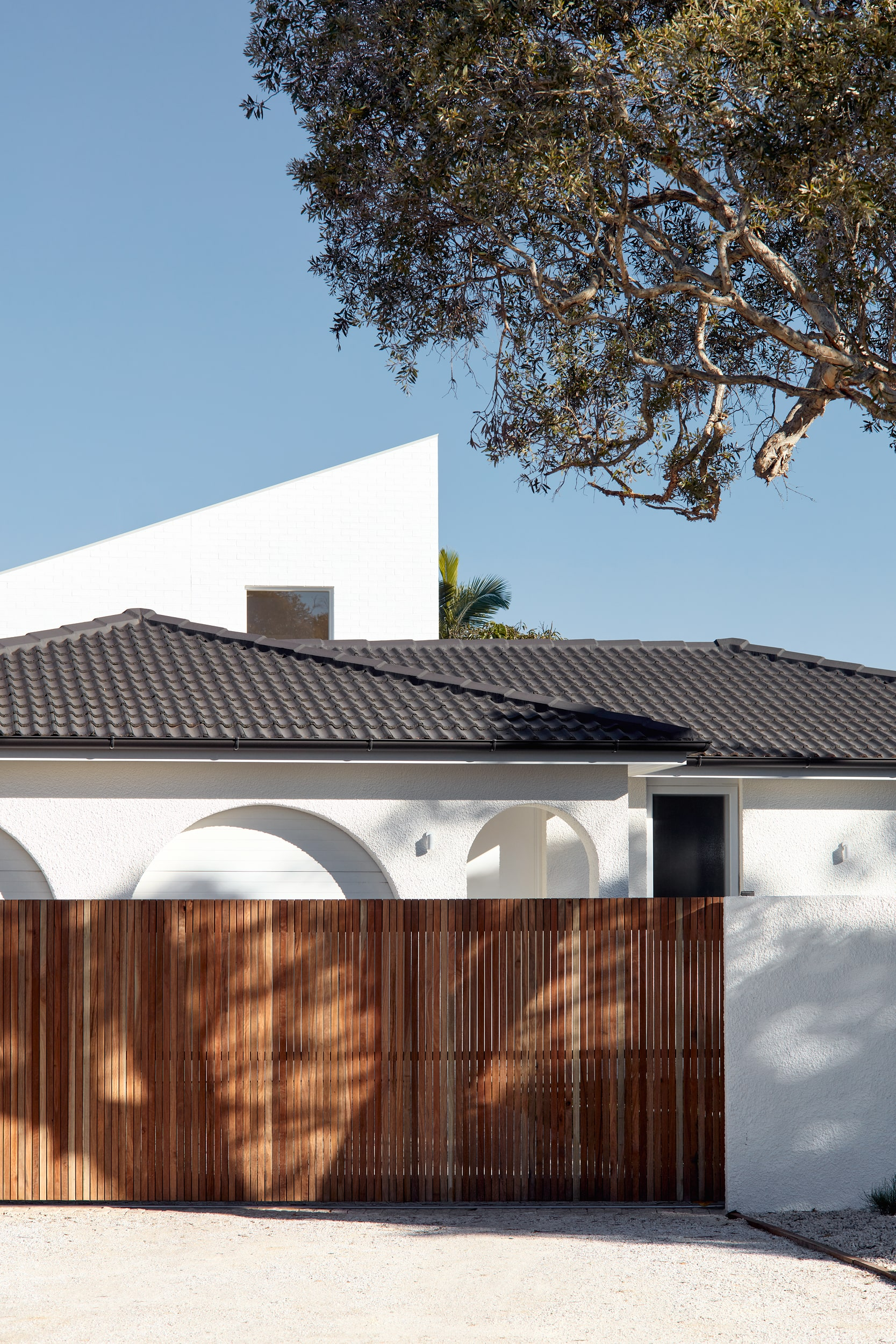 A Renovation And Extension Of An Uninspiring 1980s Brown Brick Bungalow