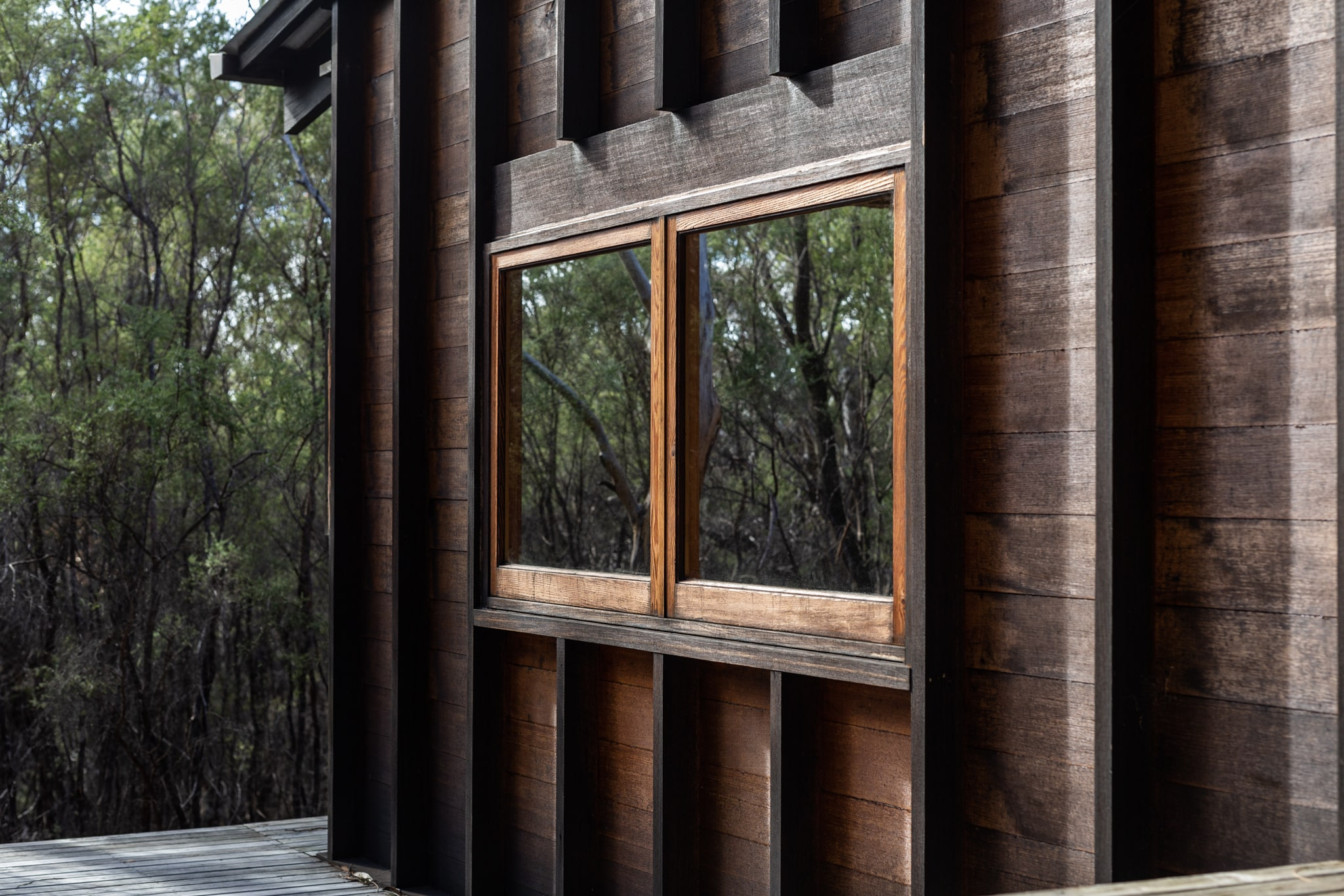 Architect Ken Laytona's Design Moves With The Site's Topography, While The Simple Timber Cladding Blends In To The Surrou