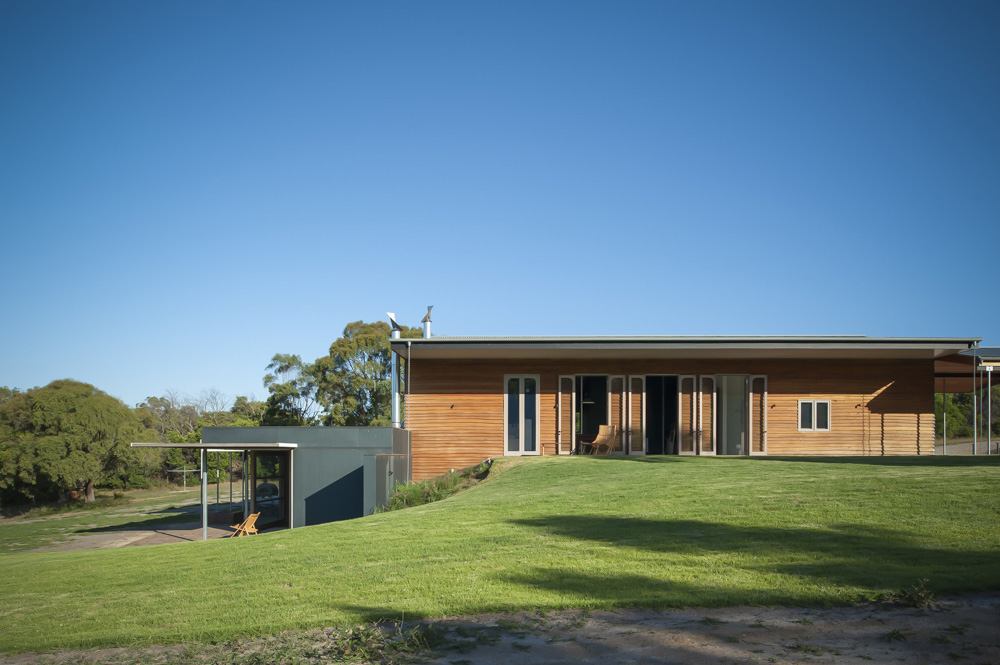 The Lower Horizontal Form Sits Close To The Ground, Forming Both A Summer And Winter Room