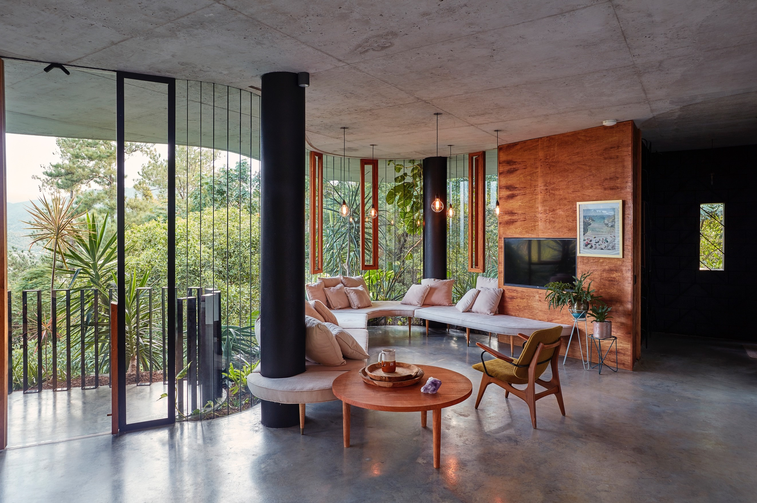 Bordering Mount Whitfield Conservation Park Is The Site For Jesse Bennett Studio's One Of A Kind Jungle Home.